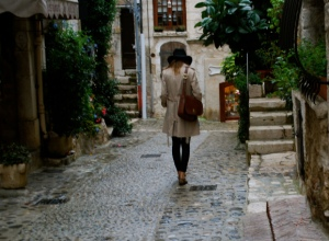 Une flâneuse à Saint Paul de Vence, courtesy http://steponya.com/